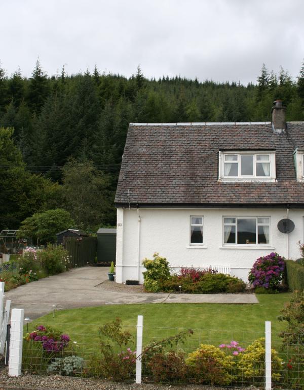 Lochside Cottage and garden