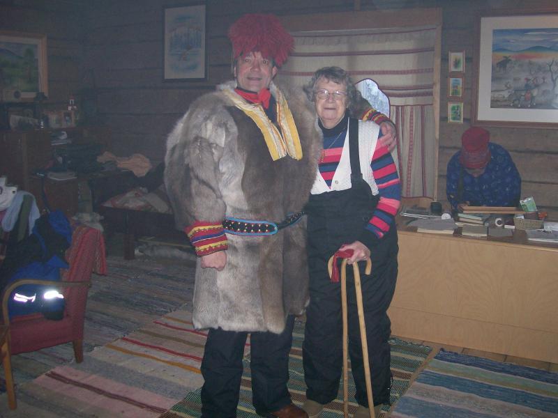 Bereit für die Kälte - immer auf Samis Rentierfarm verkleidet