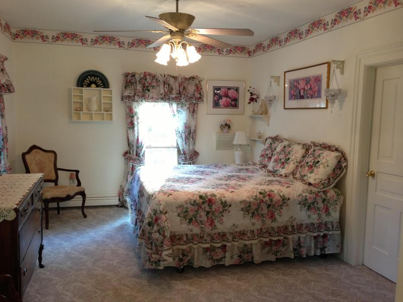Master Bedroom, King Bed, Private Bathroom w/shower, Double twin daybed behind camera view