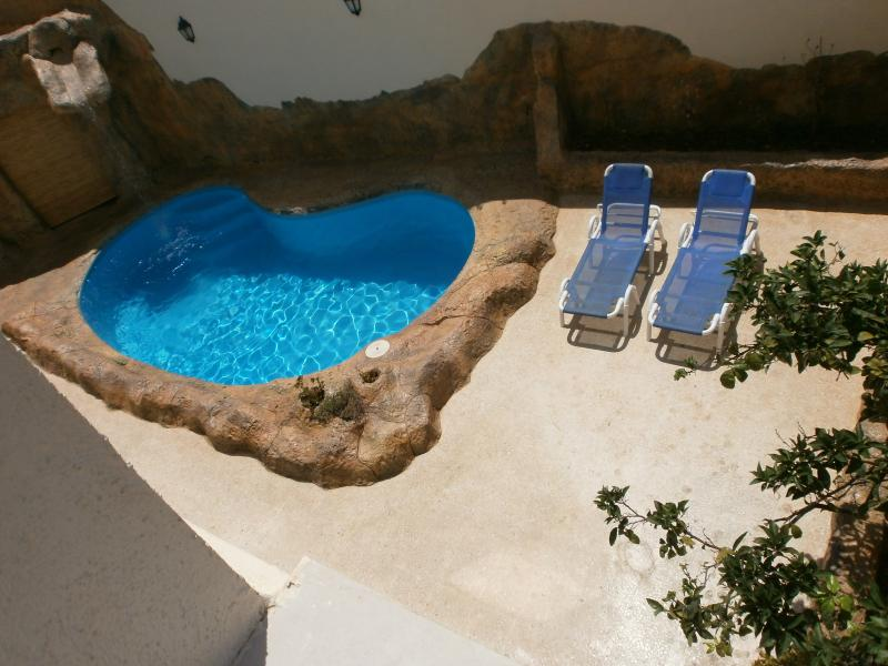 Private Swimming Pool and Sunbathing area !