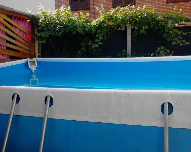 terra di fuori la piscina