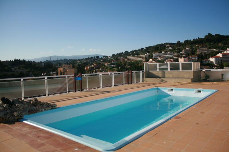 Swimming pool, open from May 15 to September 30, on the roofs, screw a screw, stunning views