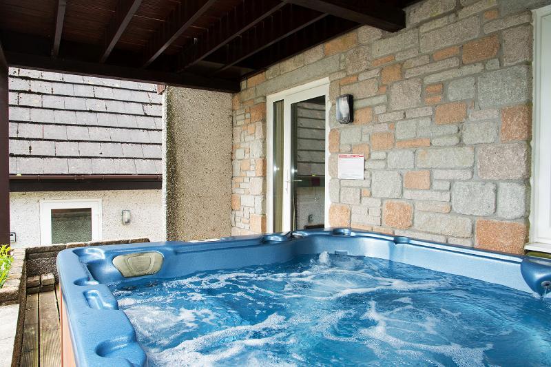 Bañera de hidromasaje situado en la terraza al aire libre
