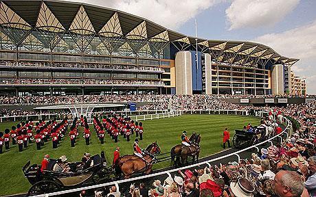 The Queen enjoying the Royal Ascot Racecourse