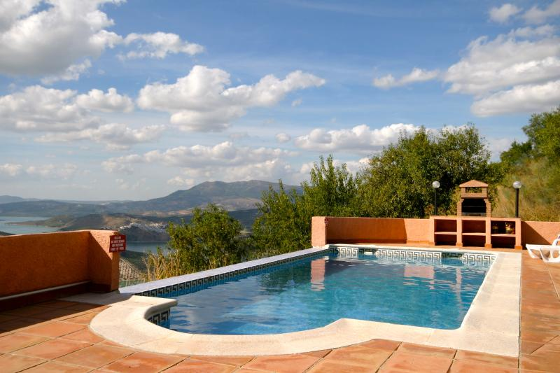 Restored spacious  farmhouse and stables sleeps 13, holiday rental in Riofrio