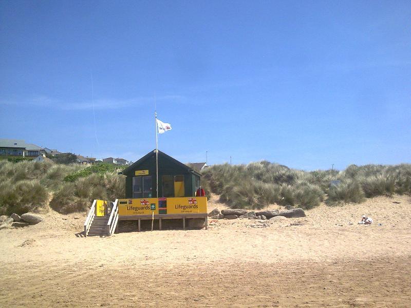 Estação de salva-vidas RNLI na praia de Constantine