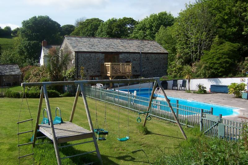 Coombe Farm Cottages has a heated outdoor pool (May-Sept) and play area