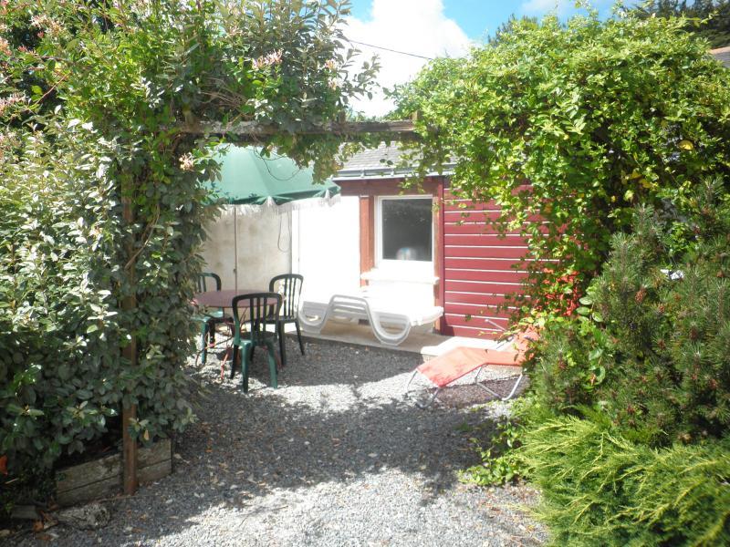 Chaque gite dispose d'une terrasse jardin privative, avec salon de jardin parasol et transat.