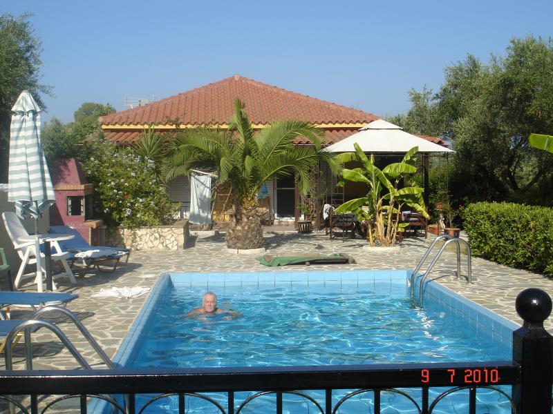 Villa Jasmine . Beautiful 3 bedroom villa in Zante .Set within an olive grove, holiday rental in Lagopodo