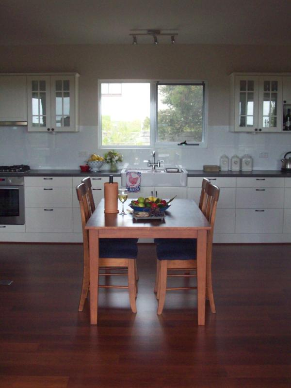 Beautiful kitchen to holiday with!