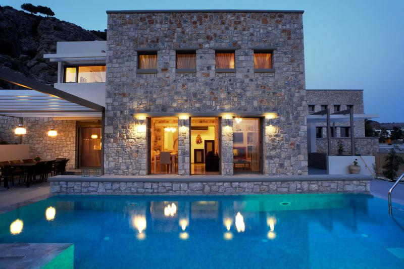 Exclusive 3 bedroom villa with private heated pool, villa Eleana, holiday rental in Pefkos