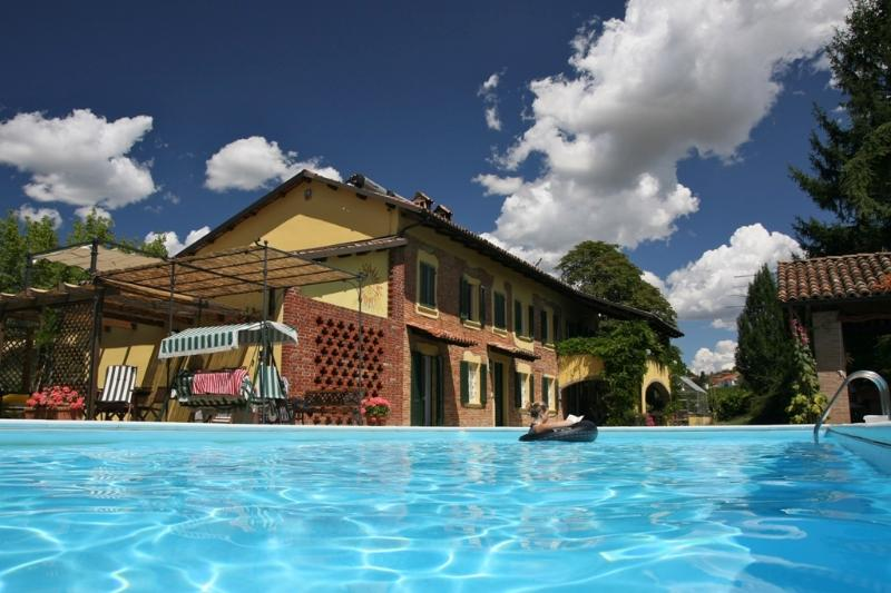 LITTLE PARADISE in PIEDMONT HILLS - South apartm., vacation rental in Santo Stefano Belbo