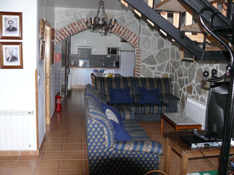 Salón cocina casa rural duquesa de la conquista