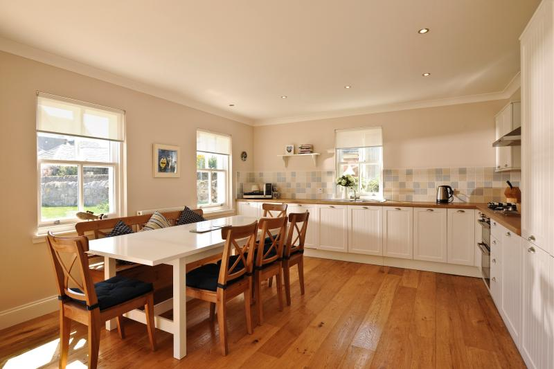 Elie Cottage - Open plan kitchen and sunlounge