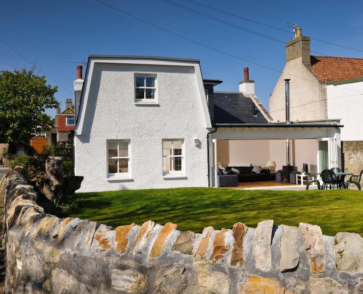 Elie Cottage - Full width sliding doors on to the back garden