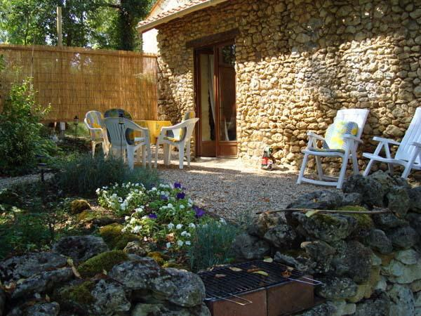 La Petite Maison a Vergt,  cottage/barn conversion, vacation rental in Eglise-Neuve-de-Vergt