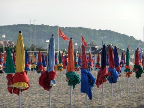 La plage mythique de Deauville et ses célèbres Planches