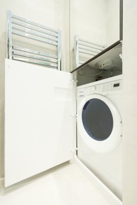Machine à laver dans la deuxième salle de bains