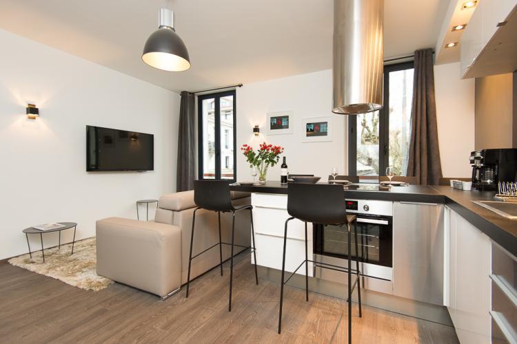 un mobilier moderne dans le salon