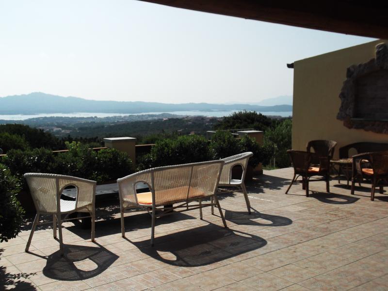 Dalla terrazza del B&B villa Sprafundu si gode un panorama spettacolare