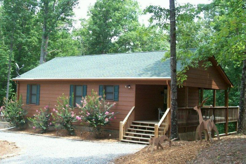 Welcome to Deer Tracks Located inside The Coosawattee River Resort in Ellijay Ga, vacation rental in Ranger