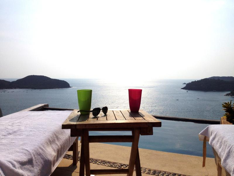 Spectacular Oceanview Luxury Penthouse Zihuatanejo, holiday rental in Zihuatanejo