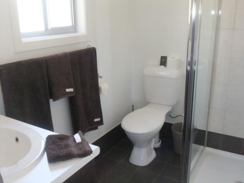 En-Suite bathroom to Queen sized bedroom