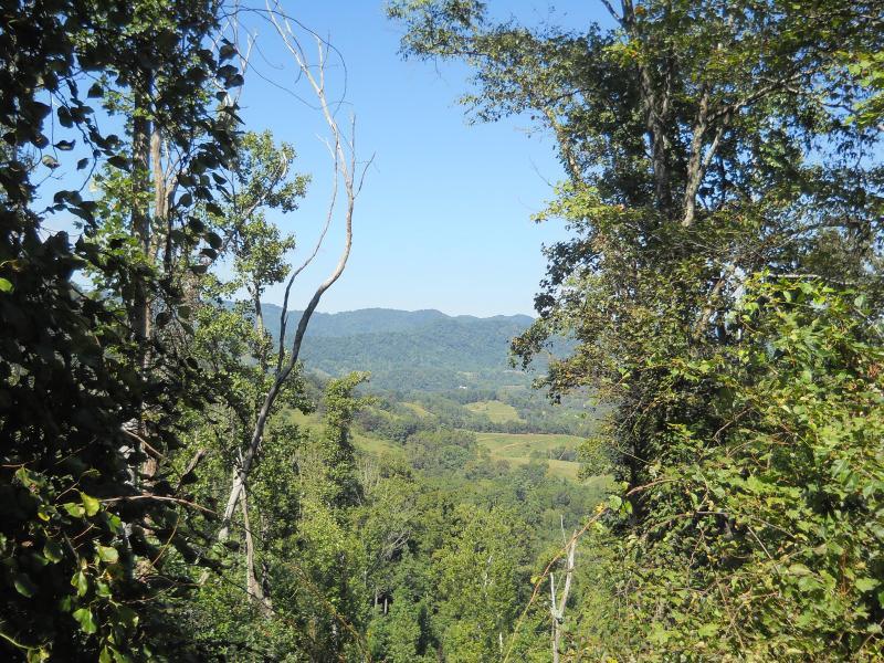 Adem de verse, berglucht en geniet van het landschap langs mijl van paden.