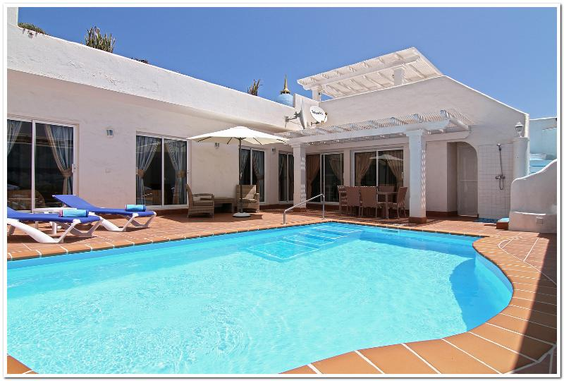 VILLA'S CAROLINE, LOUISE AND VICTORIA, holiday rental in Corralejo