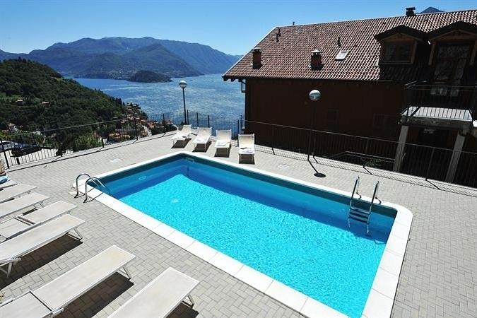 The lake view swimming pool at Vista d'Oro Ulivo residence