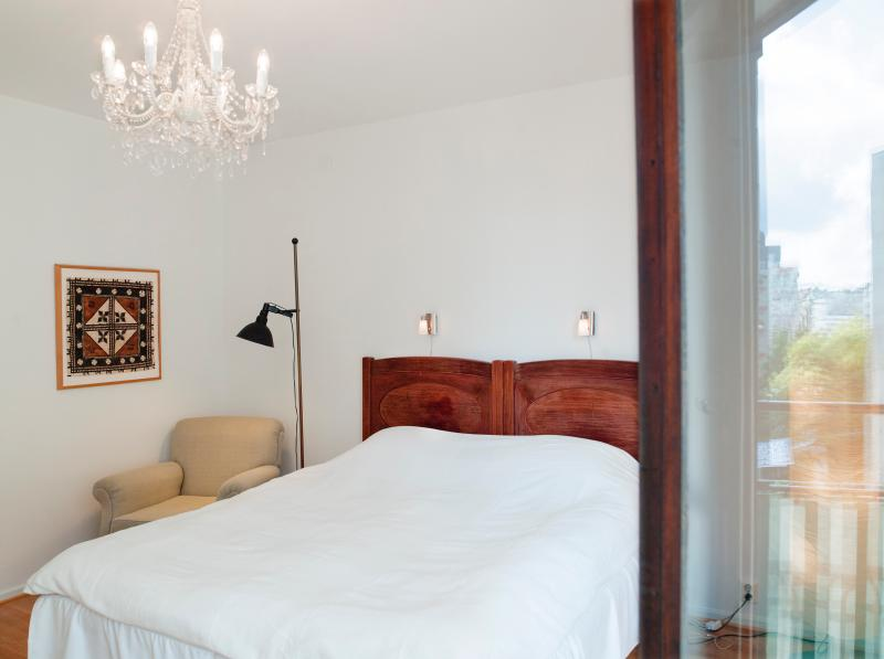 The large bedroom. More beds can be provided. Don't hesitate to let us know your requirements.