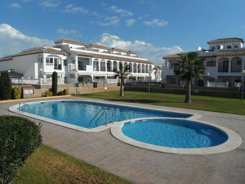 2 bedroom townhouse, La Cinuelica, Punta Prima, holiday rental in Punta Prima