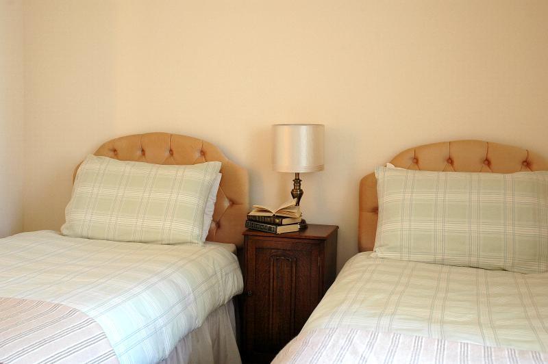 la Grange - au rez-de-chaussée chambre avec lits jumeaux (ziplock faire superking)