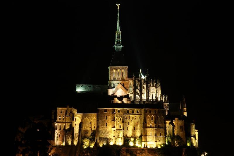 Mont St. Michel en la noche ......