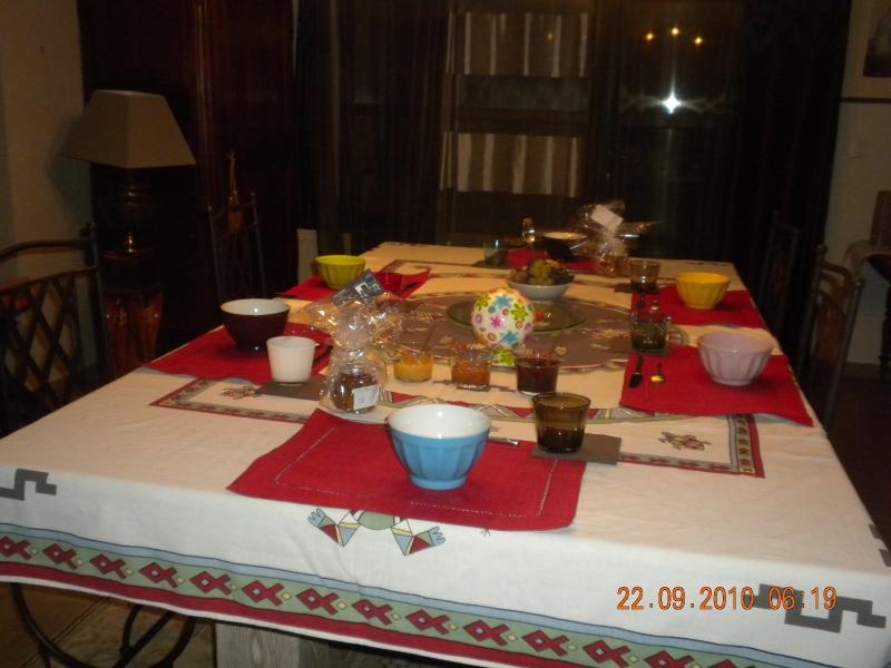 TABLE -BILLARD