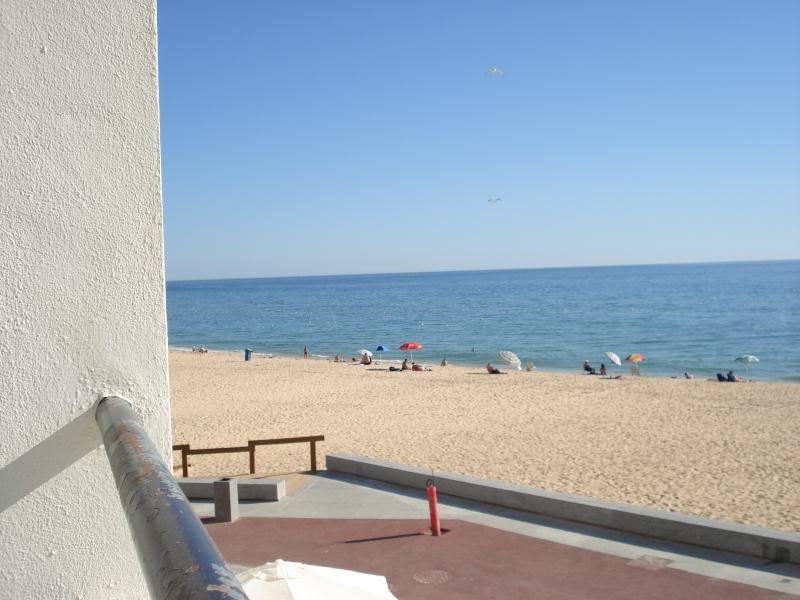 Beachfront Apartment, location de vacances à Armacao de Pera