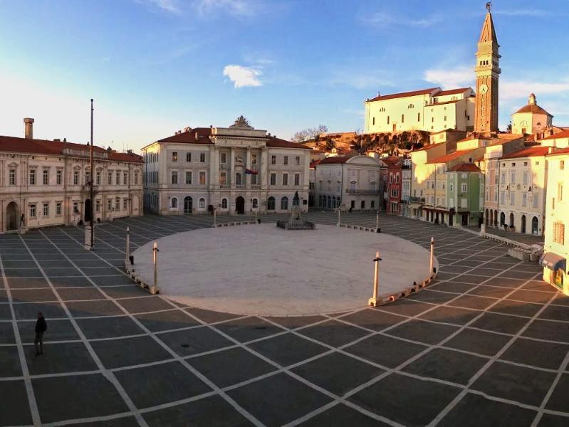 Blick auf Piazza Tartini vom Wohnzimmer