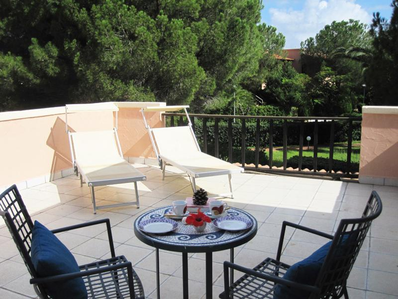 The terrace is equipped with sunbeds, sun umbrella and table with chairs.