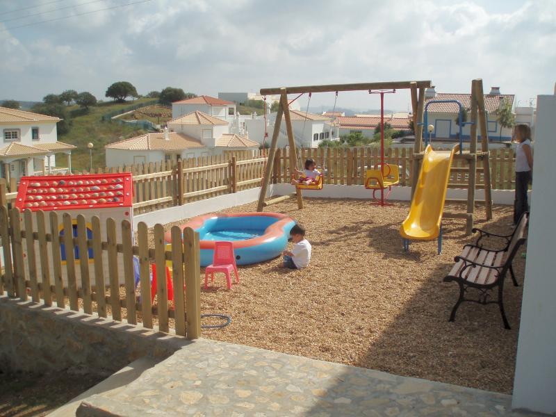 Superficie de terrain jeu complet pour enfants