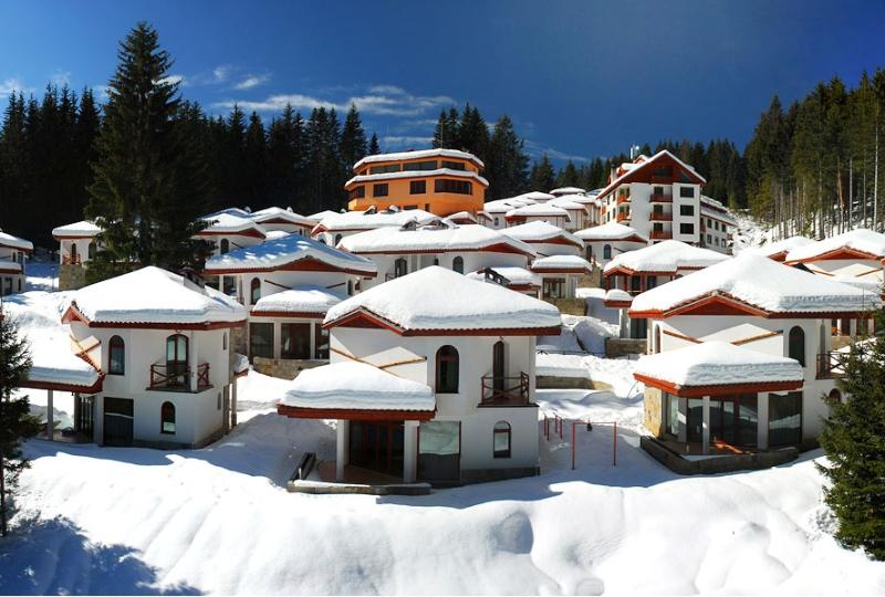 Ski Chalets at Pamporovo - an affordable village holiday for families or groups, location de vacances à Banite