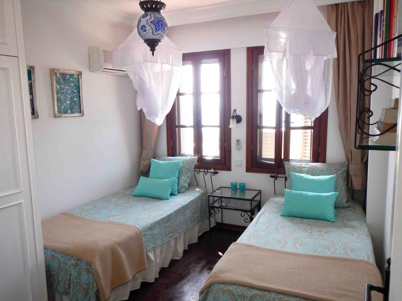 Bedroom with airconditioning and view over the Mediterranean