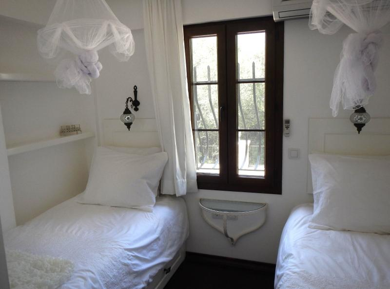 Small bedroom with airconditioning