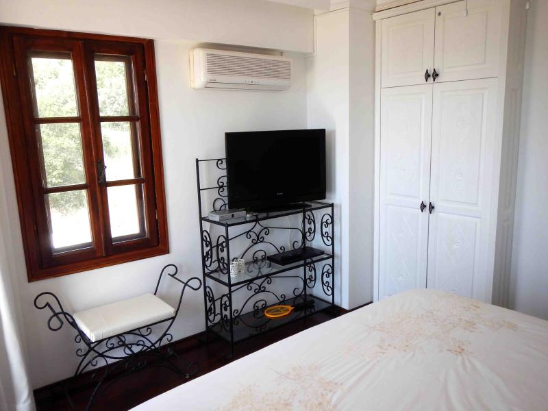 Masterbedroom with TV and DVD  (some foreign channels, BVN, BBC World, CNN, ZDF)