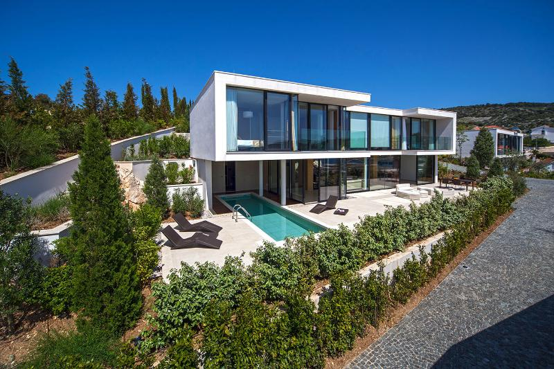 Villa No 5. - 3 bedrooms, up to 8 people. Private outdoor pool & sauna.- 60 m from private beach