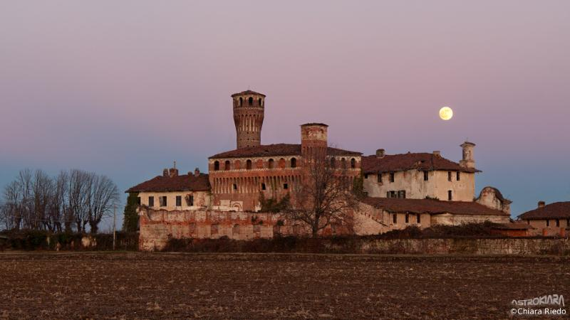 Castello di Vettignè by night