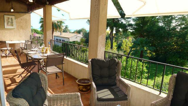 20 m2 terrace with dining table, 6 chairs and lounge furniture and electric shades.