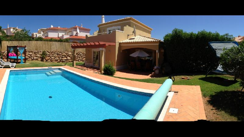 Exterior Villa with heated pool and outdoor 4 poster bed - private and secure to perimeter