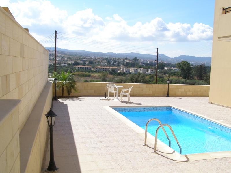 Thekla Court Studio 001, Excellent Views, Central, aluguéis de temporada em Polis
