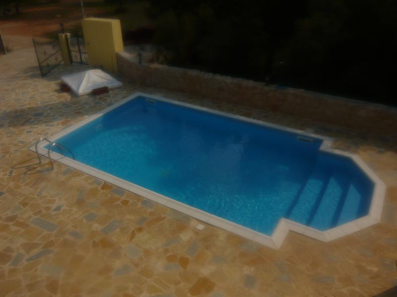 The very inviting swimming pool