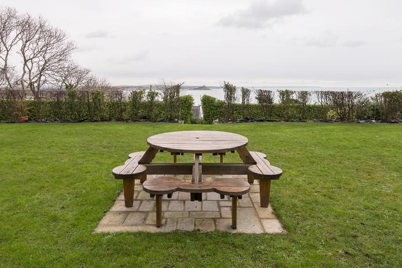 Use of private garden, 180 degrees of seaviews to Mounts Bay & St Michael's Mount